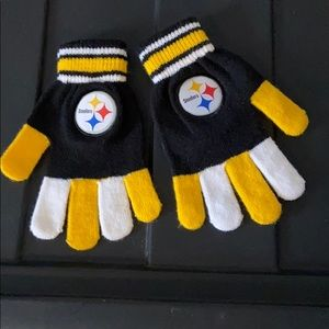 Steelers team gloves.